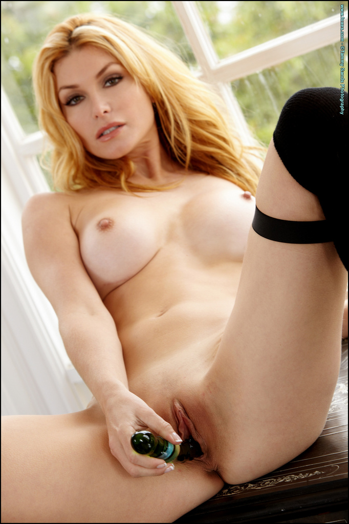Heather Vandeven Slips A Dildo Into Her Sweet Pussy-9393